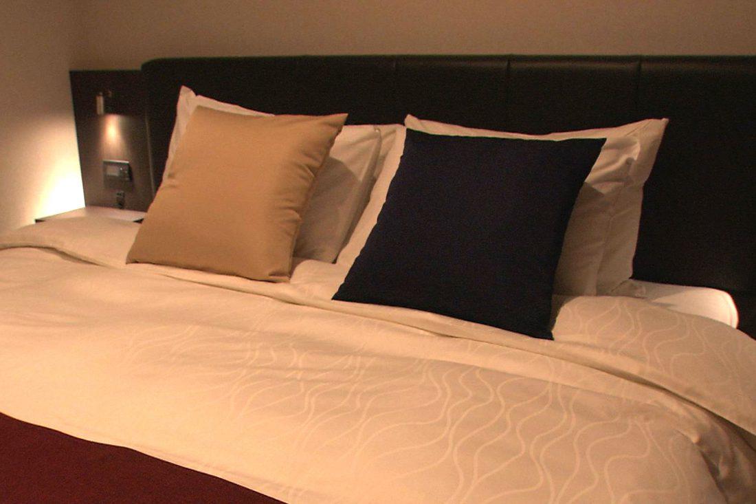 心地よい眠りを誘うシモンズ社製ベッド