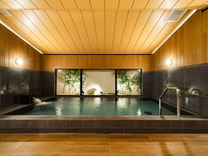 (男性大浴場)大きなお風呂で日頃の疲れを癒します。