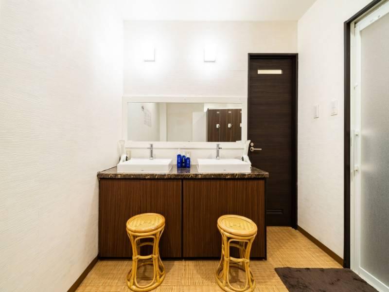 (女性脱衣所)入浴後のスキンケア用品もご用意しております。