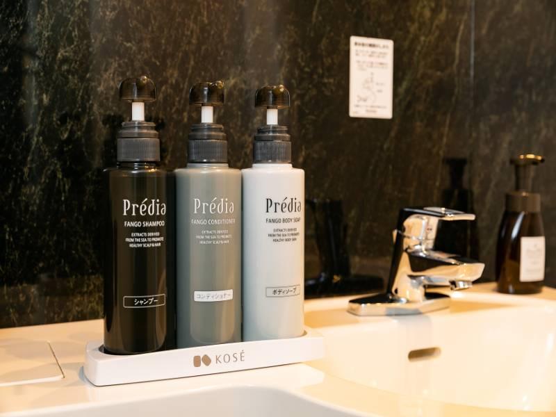 KOSE -Predia- 天然ミネラル泥成分配合。うるおいを与え頭皮と毛髪をケアします。